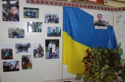 «Доземно вклоняємось українському солдатові»