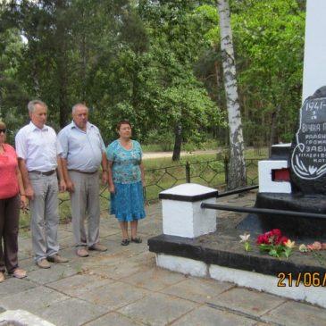 Хвилиною мовчання і покладанням квітів вшанували пам'ять жертв війни в Україні