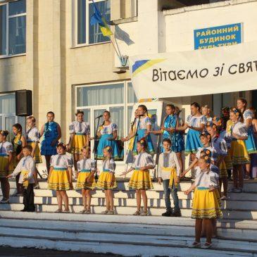 Святковий концерт, приурочений 28-ій річниці Незалежності України зібрав безліч глядачів на майданчику біля Сновського Будинку культури