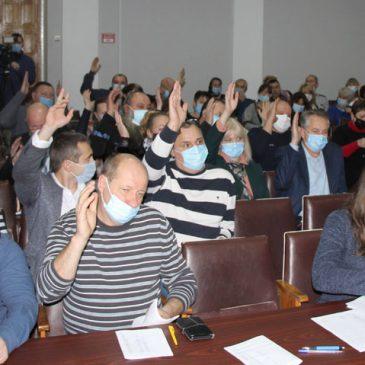На першому пленарному засіданні першої сесії міської ради набули своїх повноважень міський голова та новообрані депутати, обрали секретаря міської ради, затвердили 19 старостинських округів та призначили 14 старост