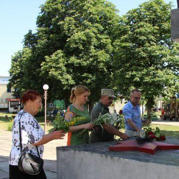 Сьогодні в Україні відзначається День скорботи івшанування пам'яті жертв війни