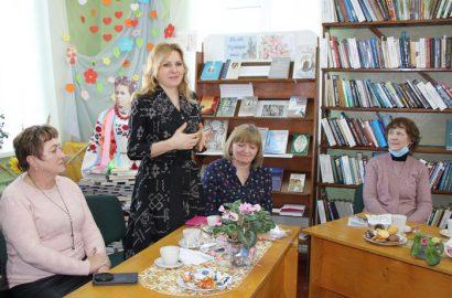Зустріч жінок у бібліокафе Сновської публічної бібліотеки