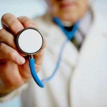 Чи можна турбувати свого сімейного лікаря у вихідні чи серед ночі: роз'яснення НСЗУ