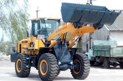 Міська рада придбала новий універсальний трактор для КП «Сновська ЖЕД»